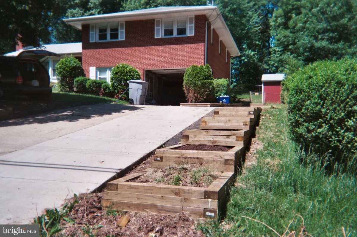 $650,000 - 4Br/3Ba -  for Sale in Bush Hill Woods, Alexandria