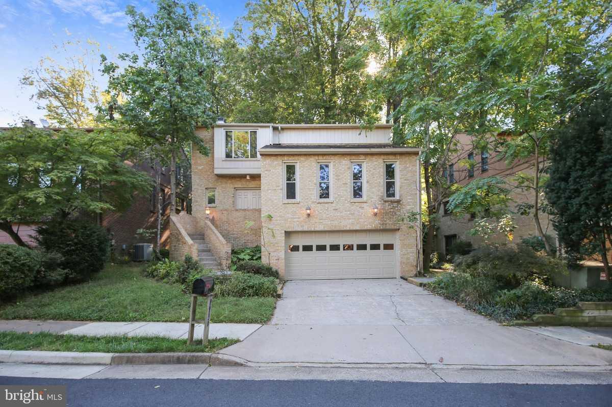 $725,000 - 3Br/3Ba -  for Sale in Great Oaks, Fairfax