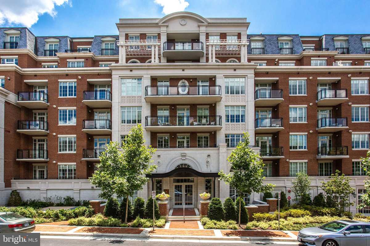 $1,295,000 - 2Br/2Ba -  for Sale in The Signet, Mclean