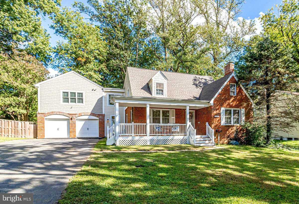 $900,000 - 4Br/4Ba -  for Sale in None Available, Falls Church