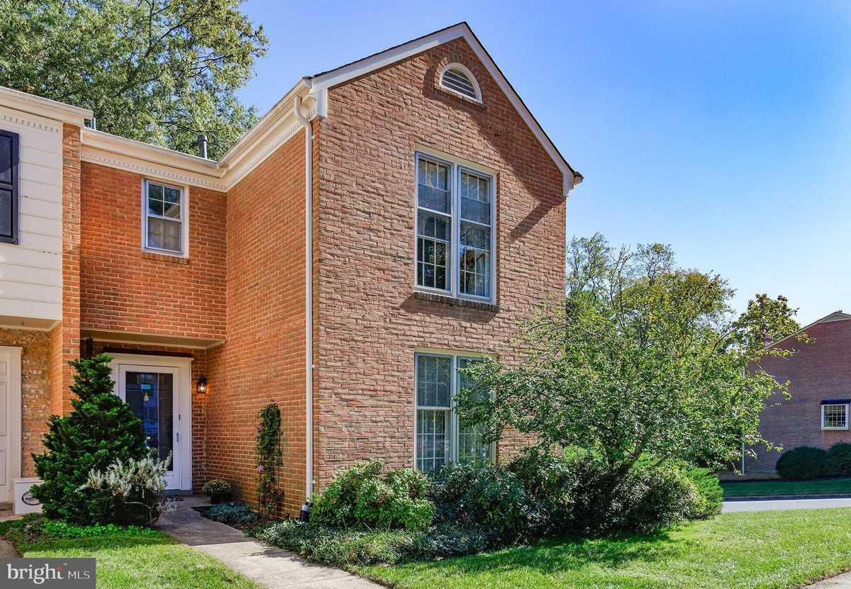 $750,000 - 3Br/4Ba -  for Sale in Westmoreland Square, Falls Church