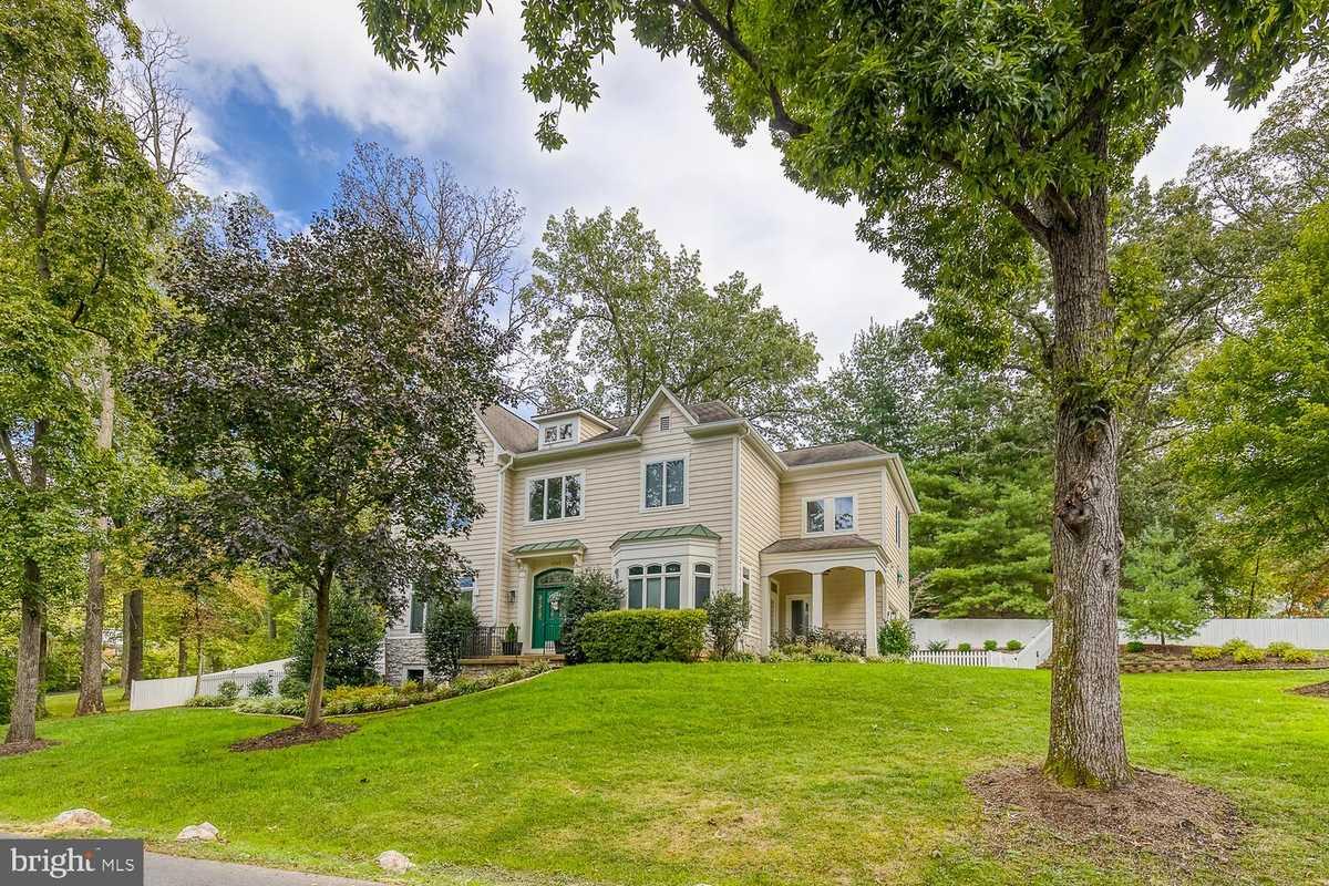 $1,475,000 - 4Br/5Ba -  for Sale in Ravenwood, Falls Church