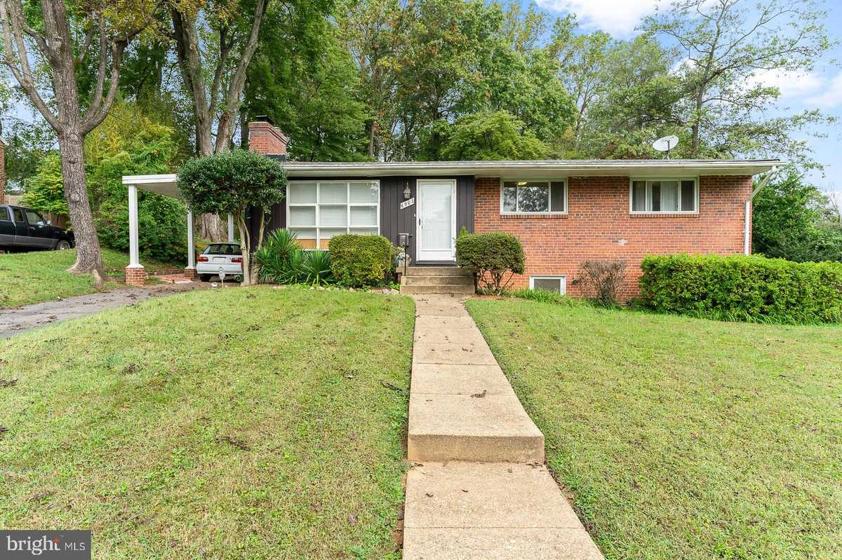$599,999 - 3Br/2Ba -  for Sale in Columbia Pines, Annandale