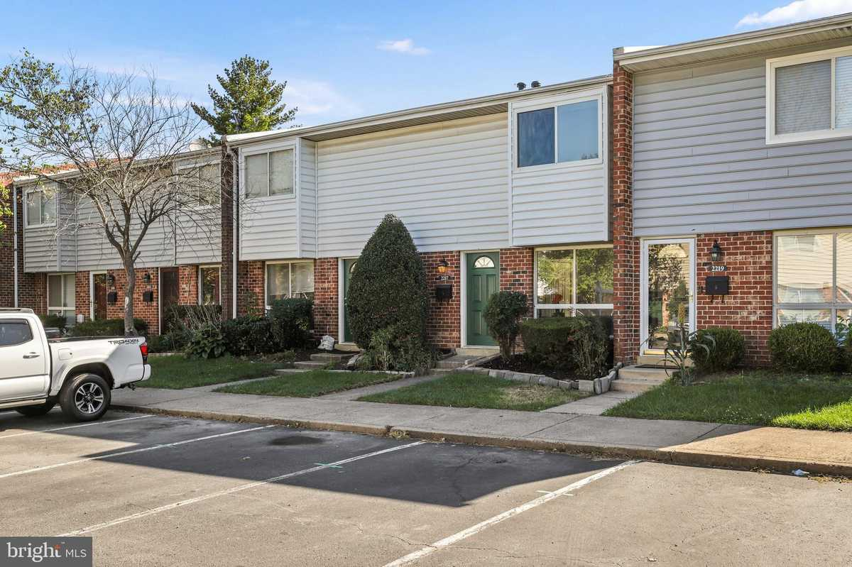 $350,000 - 3Br/2Ba -  for Sale in Reflection Lake, Herndon