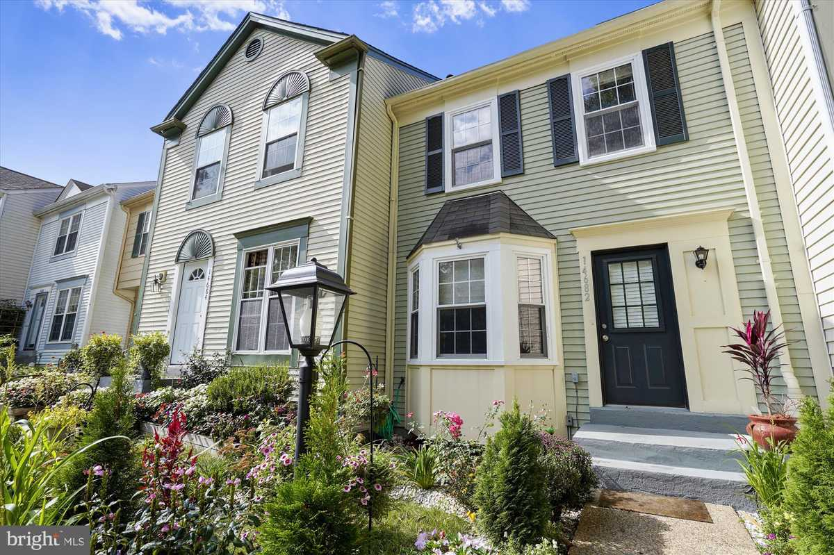 $415,000 - 3Br/3Ba -  for Sale in London Towne West, Centreville
