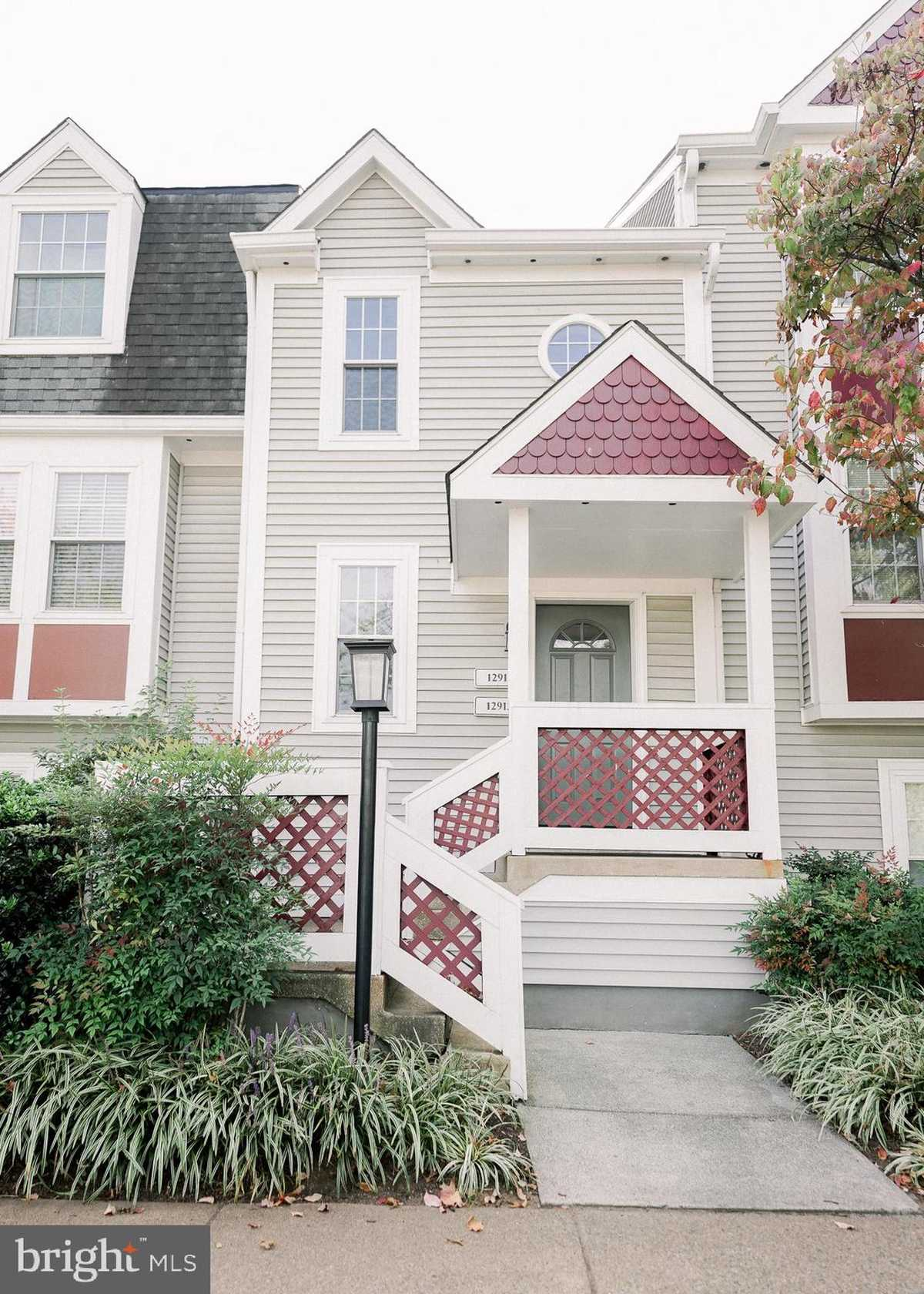 $295,000 - 1Br/1Ba -  for Sale in Grays Pointe, Fairfax