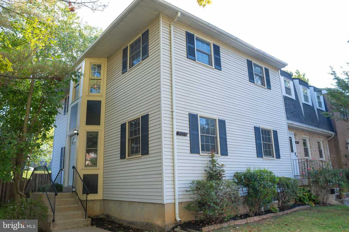 $634,900 - 3Br/4Ba -  for Sale in Circle Woods, Fairfax