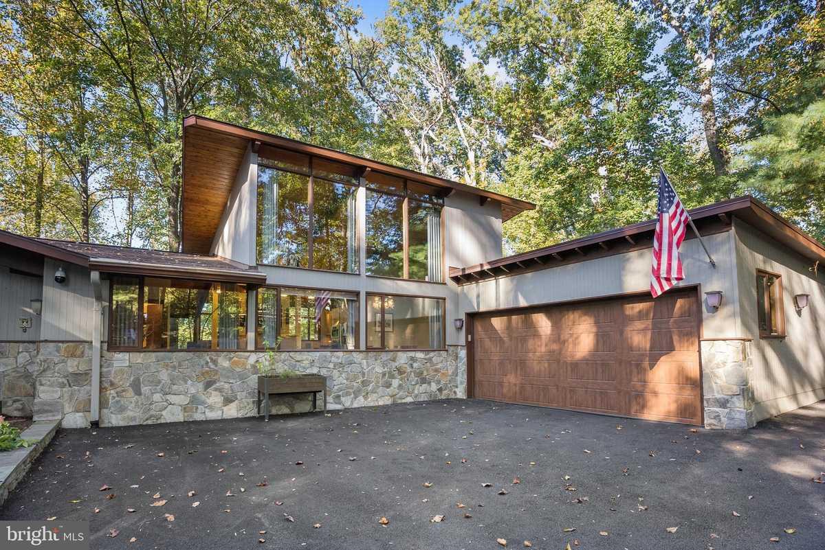 $1,450,000 - 5Br/4Ba -  for Sale in Hollinridge, Potomac