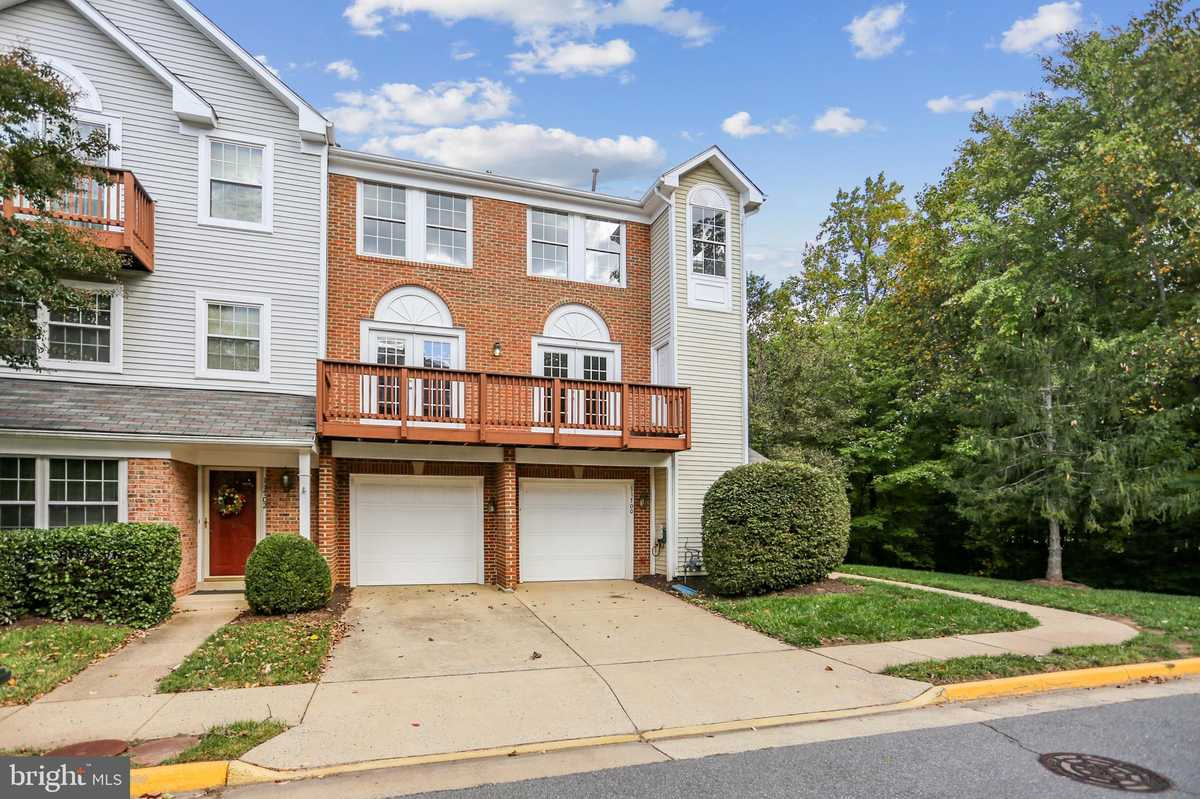 $464,900 - 3Br/3Ba -  for Sale in Carriage Park, Fairfax