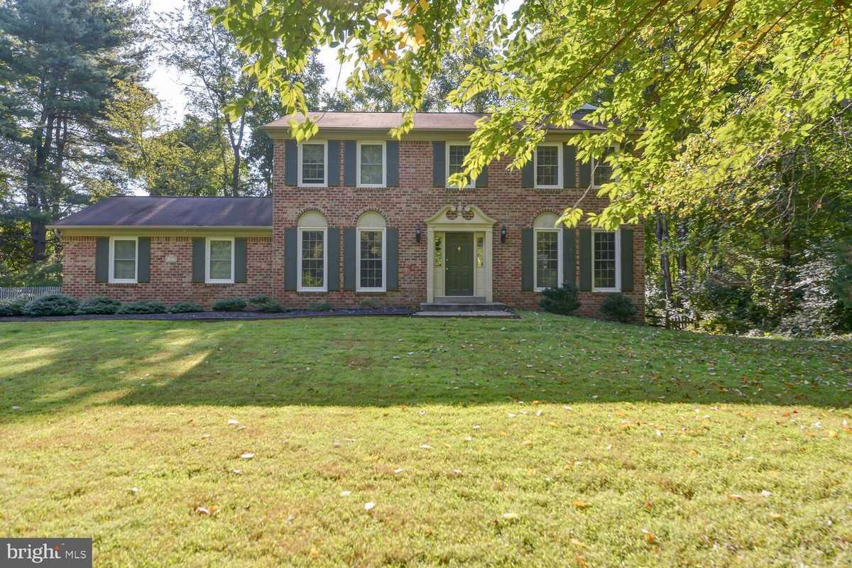 $885,000 - 4Br/3Ba -  for Sale in Brecon Ridge Woods, Fairfax