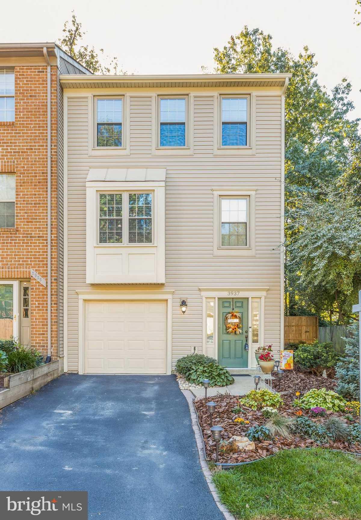$549,900 - 3Br/3Ba -  for Sale in Fair Woods, Fairfax