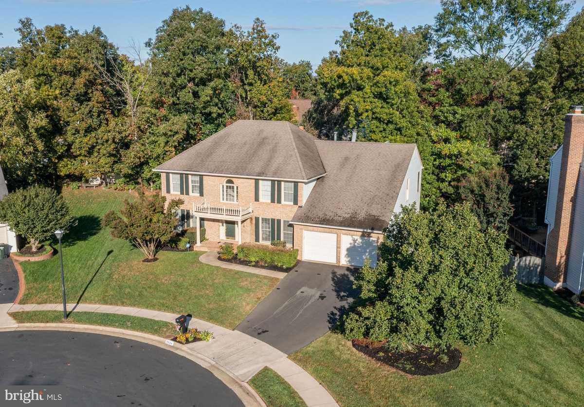 $814,900 - 4Br/3Ba -  for Sale in Green Trails, Centreville