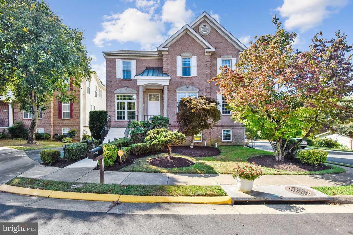 $1,100,000 - 5Br/4Ba -  for Sale in Armistead Park, Fairfax