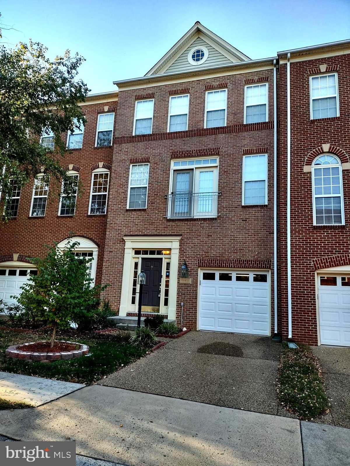 $2,650 - 3Br/4Ba -  for Sale in Squirrel Hill, Herndon