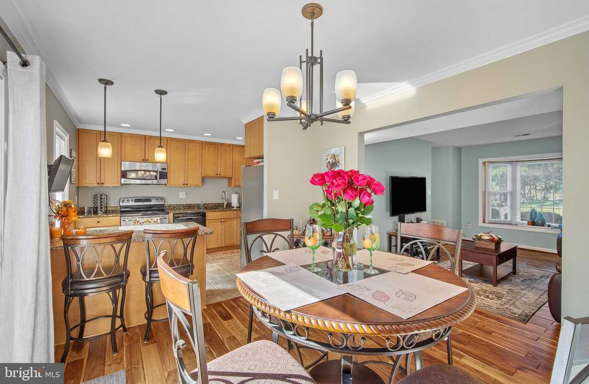 $449,000 - 3Br/3Ba -  for Sale in Newington Station, Springfield