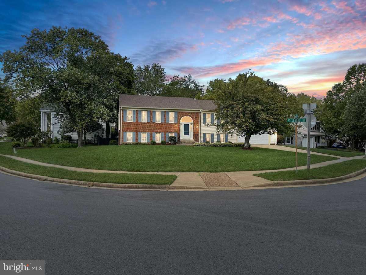 $649,900 - 5Br/3Ba -  for Sale in Saratoga, Springfield