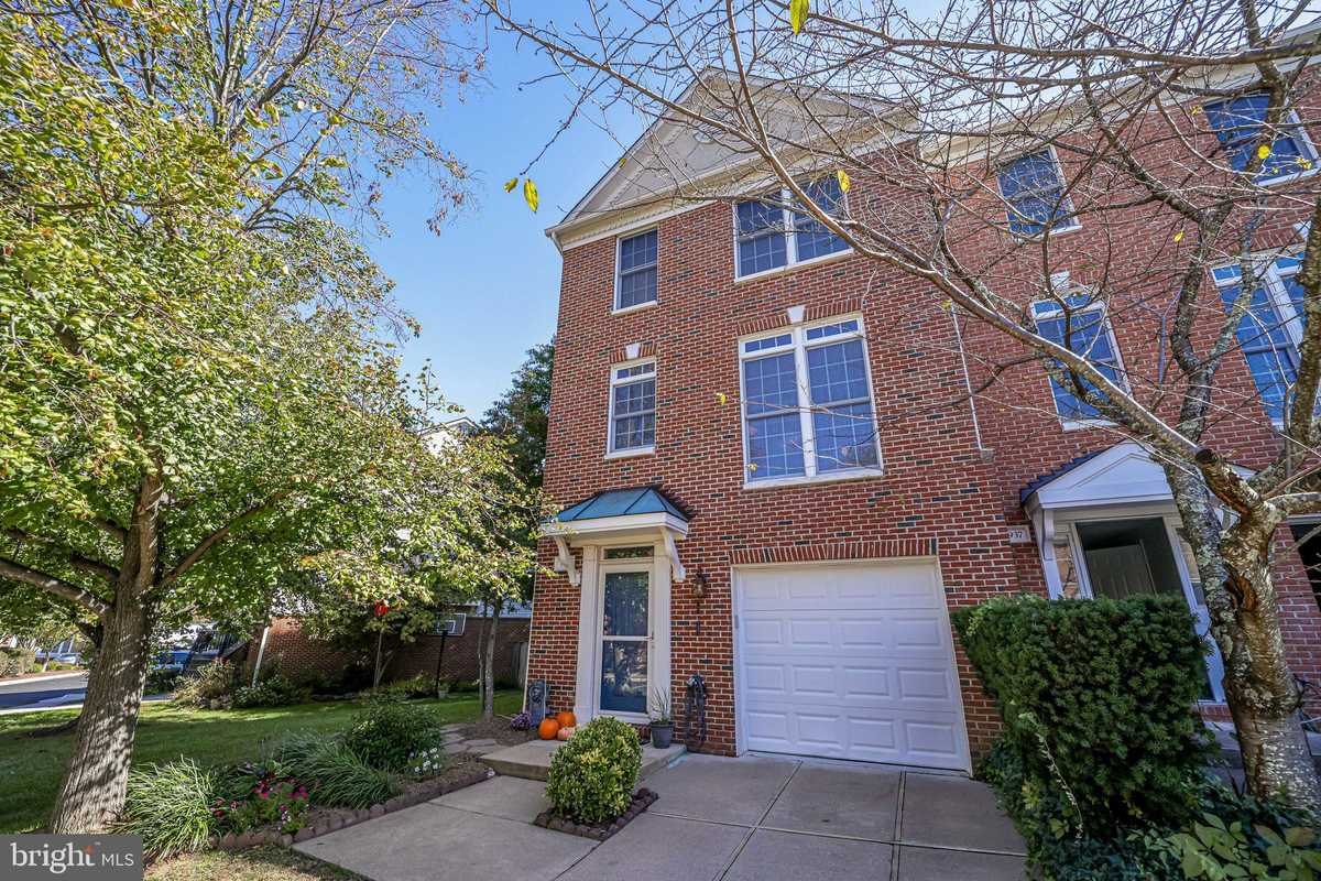 $650,000 - 3Br/4Ba -  for Sale in Penderbrook, Fairfax