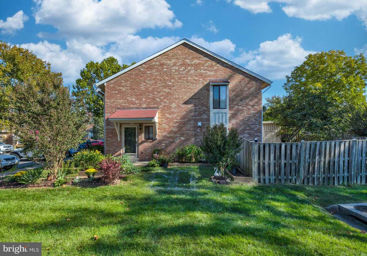 $385,000 - 3Br/3Ba -  for Sale in Reflection Lake, Herndon