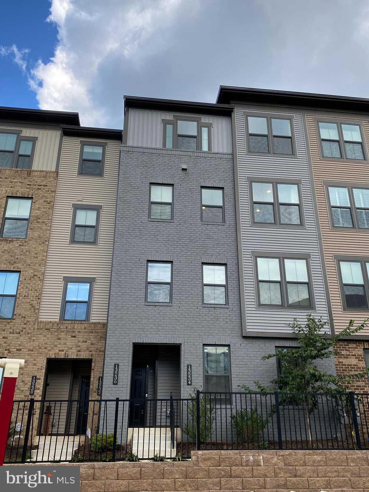 $3,200 - 3Br/3Ba -  for Sale in Waterview At Woodland Park, Herndon