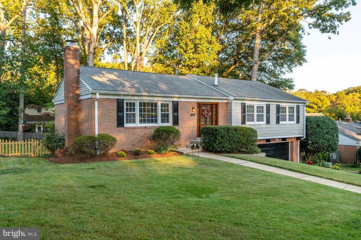 $749,900 - 4Br/3Ba -  for Sale in Wilton Woods, Alexandria