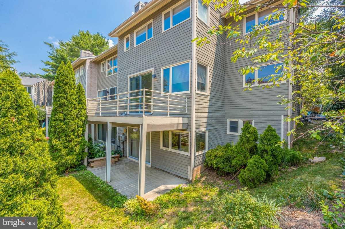 $925,000 - 4Br/4Ba -  for Sale in Lakeport, Reston