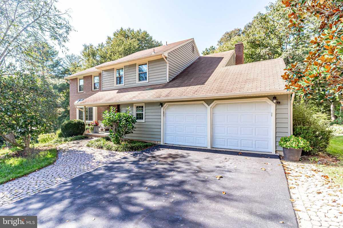 $824,900 - 5Br/4Ba -  for Sale in Greenwood Estates, Springfield