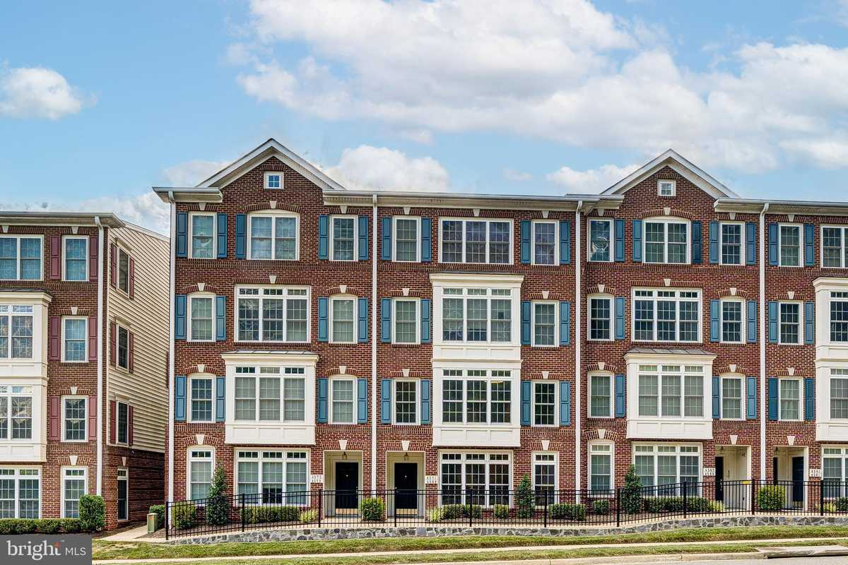 $430,000 - 3Br/3Ba -  for Sale in Residences At Fair Chase, Fairfax
