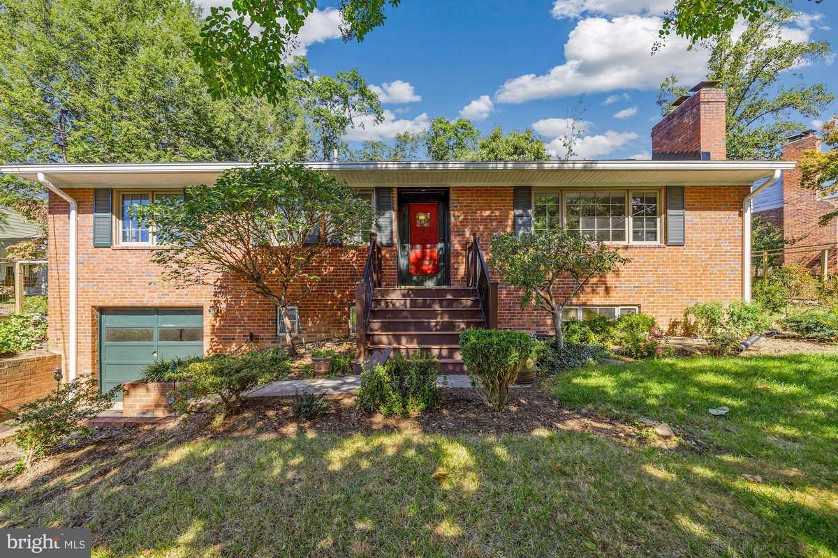 $895,000 - 3Br/3Ba -  for Sale in Ayr Hill Heights, Vienna
