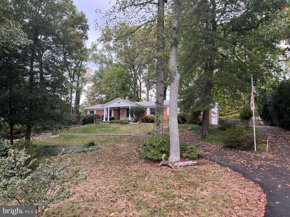 $1,100,000 - 4Br/2Ba -  for Sale in Hallowing Point River, Lorton