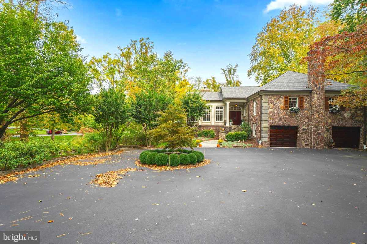 $2,450,000 - 5Br/5Ba -  for Sale in Downscrest, Mclean