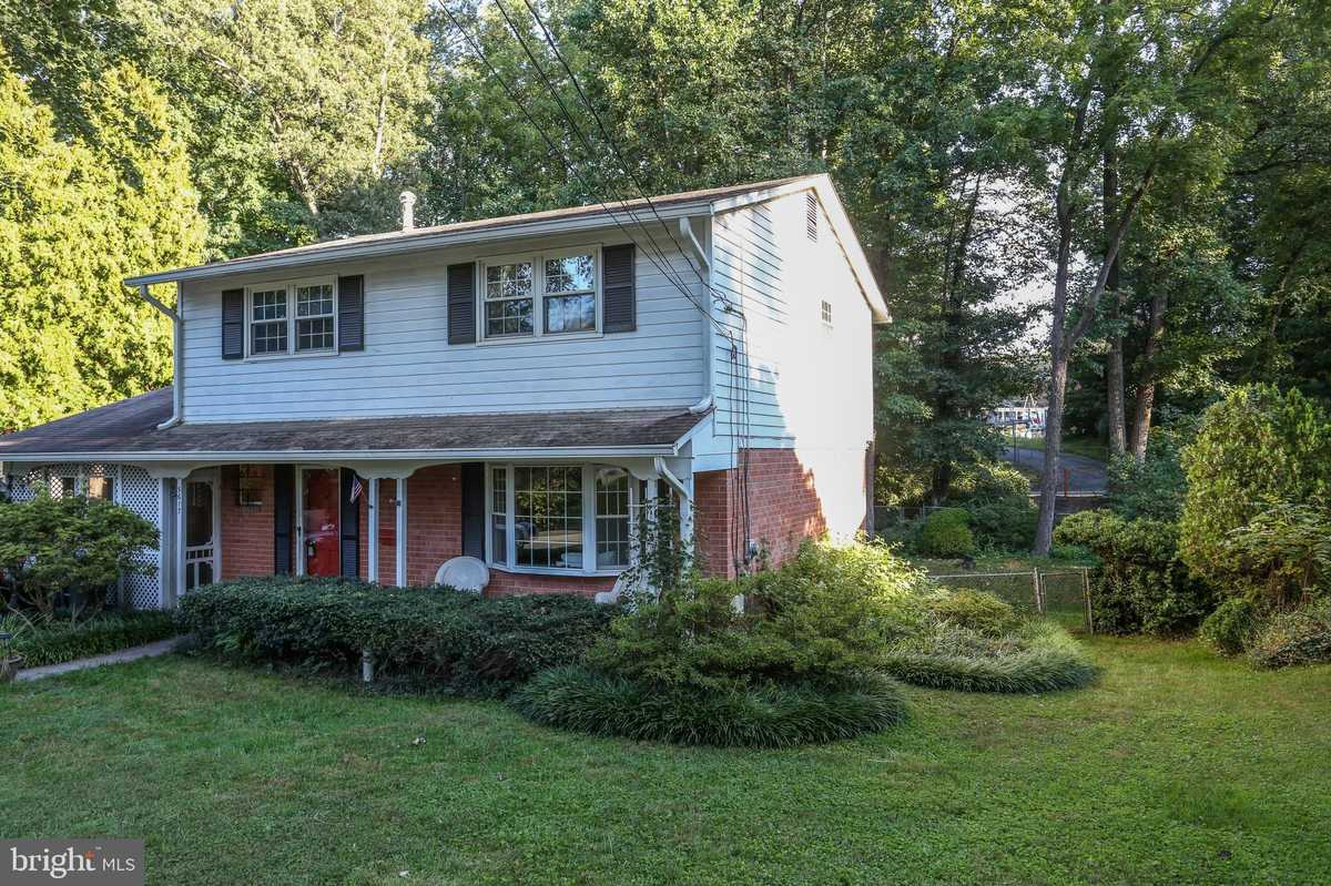 $550,000 - 4Br/3Ba -  for Sale in Kings Park, Springfield