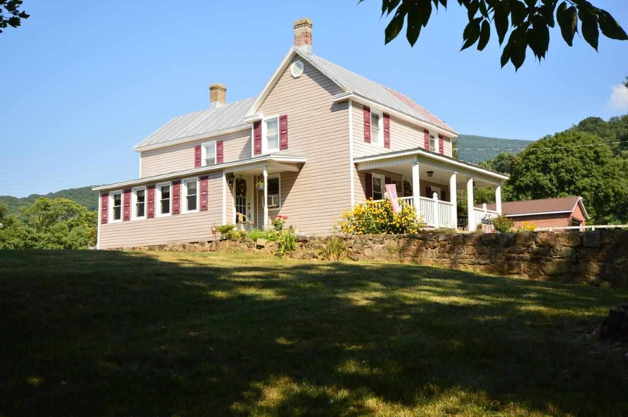 $166,400 - 4Br/2Ba -  for Sale in Pine Grove, Stanley