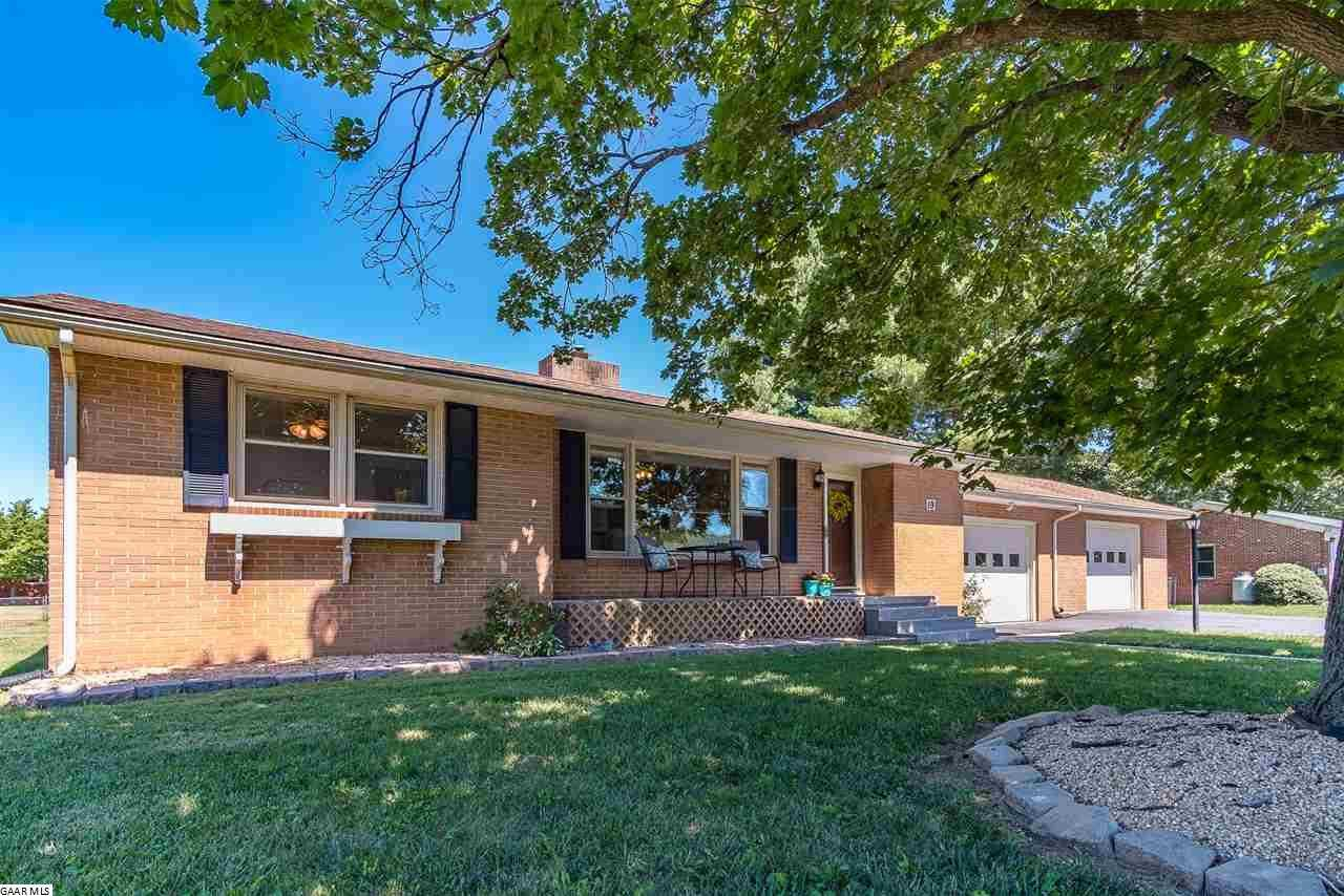 $174,900 - 3Br/1Ba -  for Sale in Featherstone Manor, Lyndhurst
