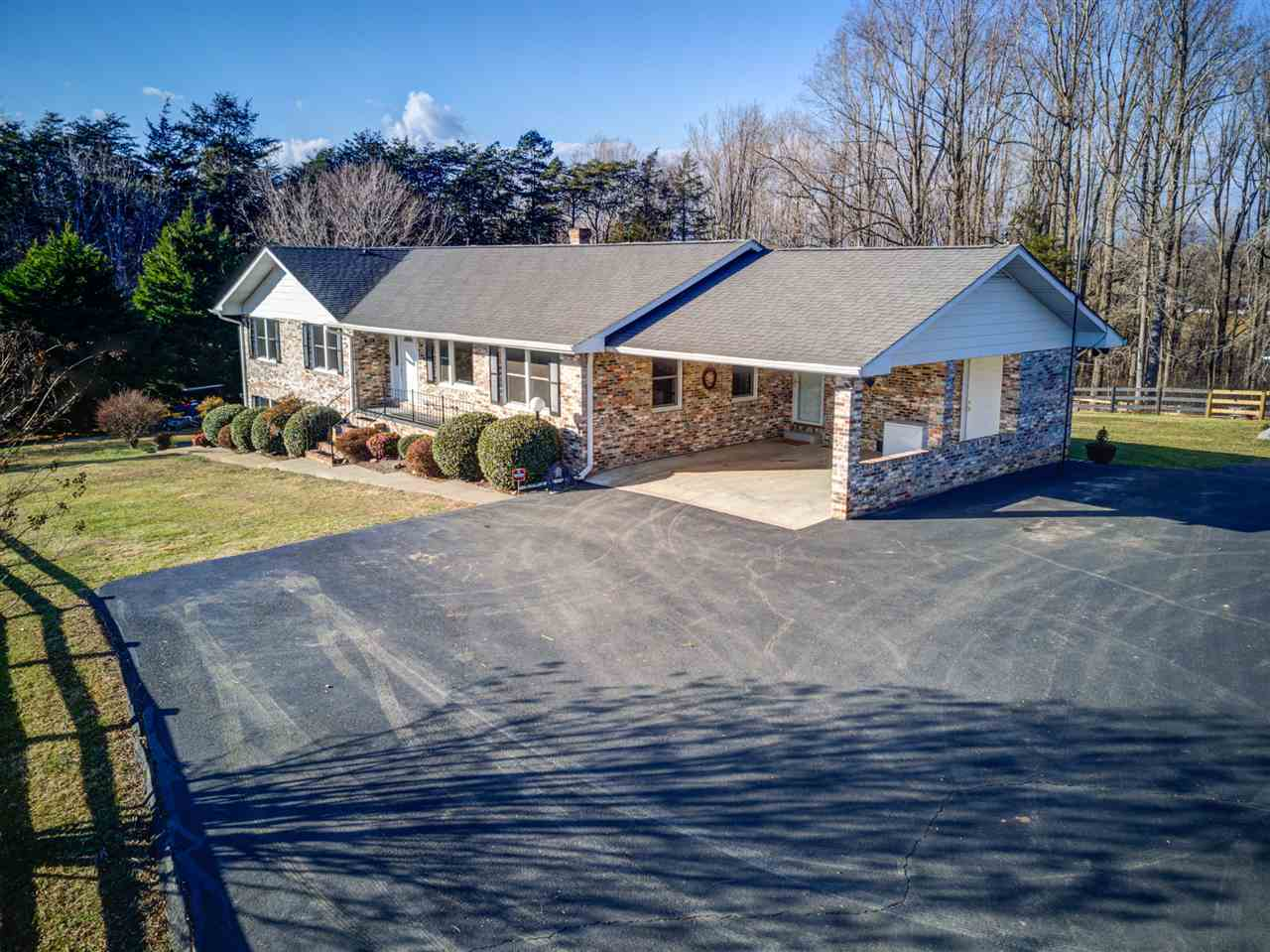$400,000 - 5Br/4Ba -  for Sale in Dawsonville, Barboursville