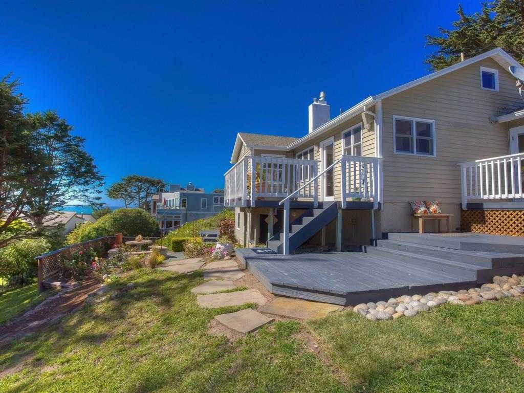 550 Stetson St Moss Beach, CA 94038