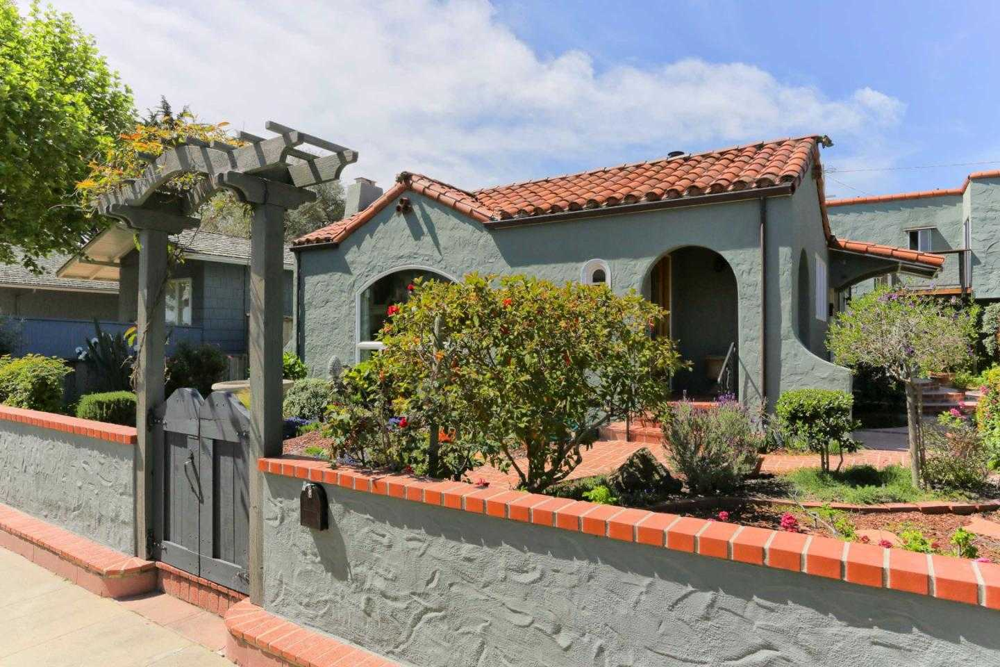 $4,200,000 - 4Br/4Ba -  for Sale in Santa Cruz