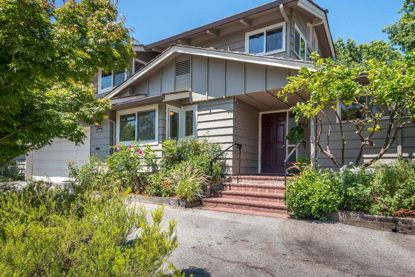 $2,300,000 - 4Br/3Ba -  for Sale in Menlo Park