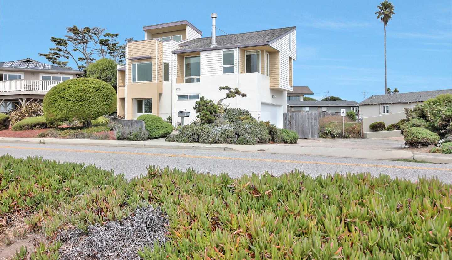 $2,795,000 - 3Br/3Ba -  for Sale in Santa Cruz