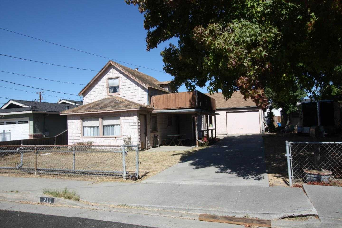 $685,000 - 2Br/2Ba -  for Sale in Santa Cruz