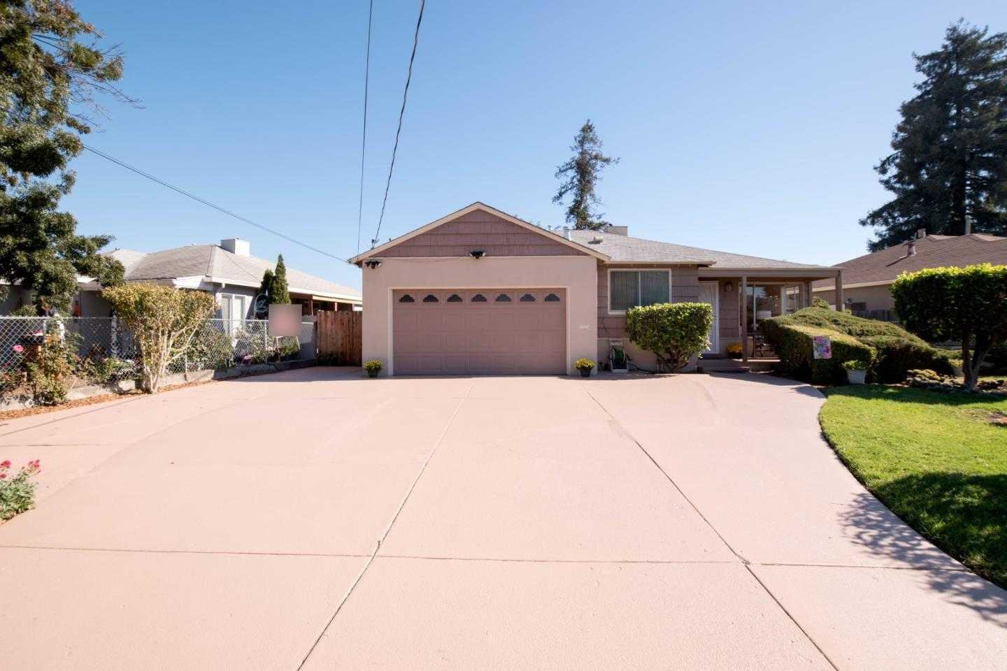 $985,000 - 4Br/2Ba -  for Sale in East Palo Alto
