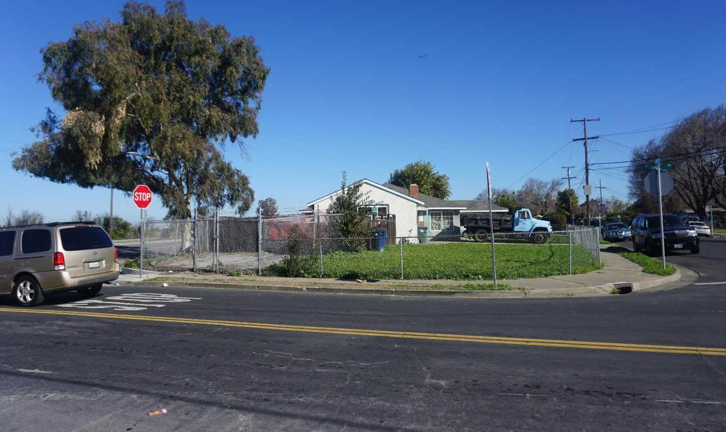$735,000 - 4Br/2Ba -  for Sale in East Palo Alto