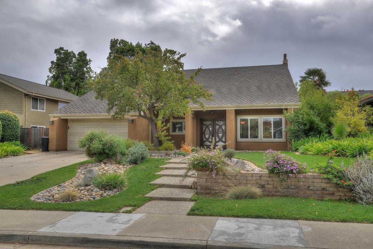 $2,388,000 - 5Br/3Ba -  for Sale in Cupertino