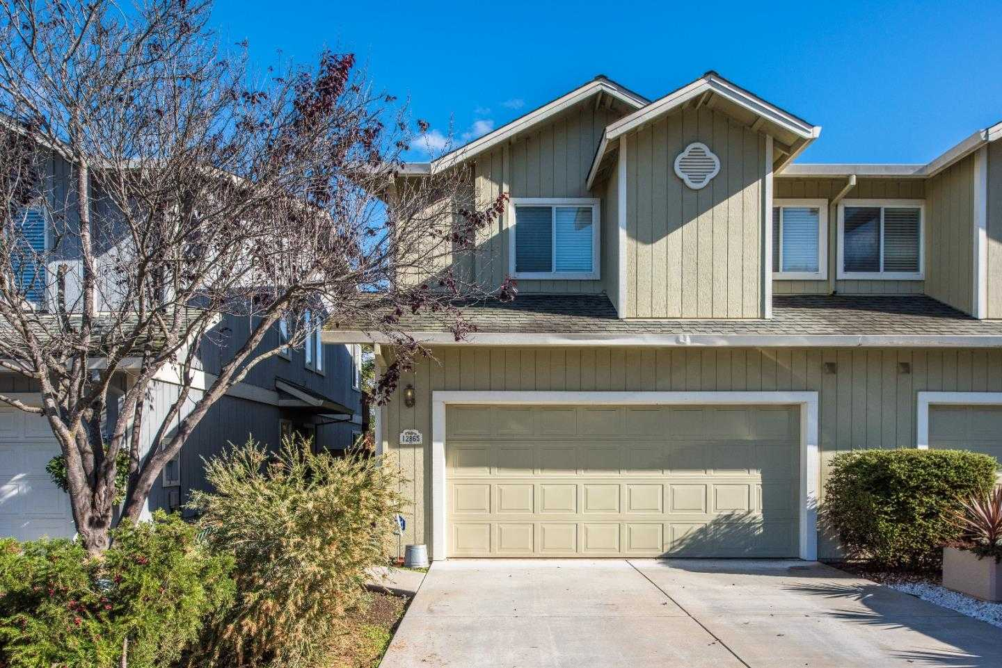 $560,000 - 3Br/3Ba -  for Sale in Royal Oaks