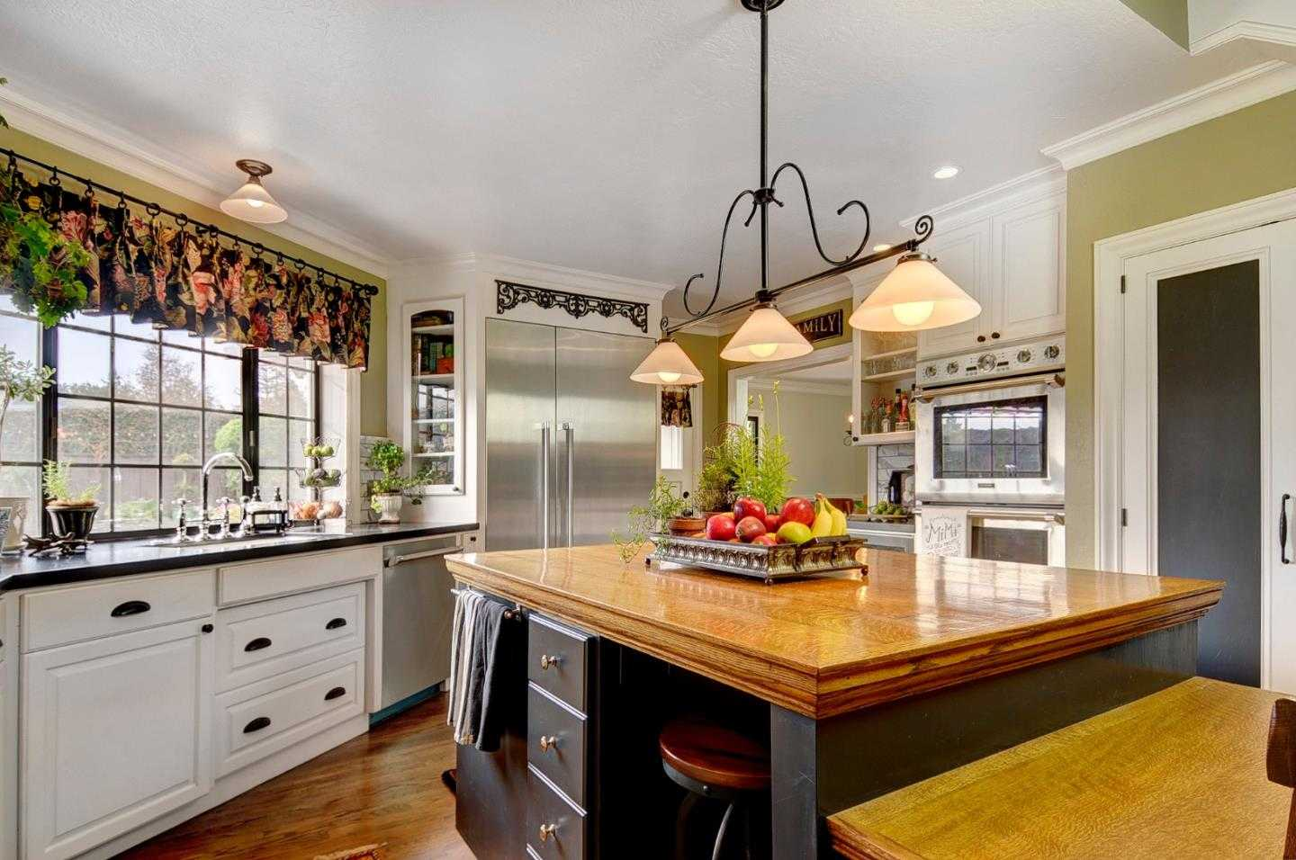 $1,525,000 - 5Br/3Ba -  for Sale in Redwood City