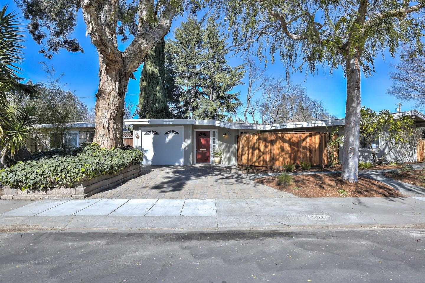 $2,588,000 - 4Br/3Ba -  for Sale in Palo Alto