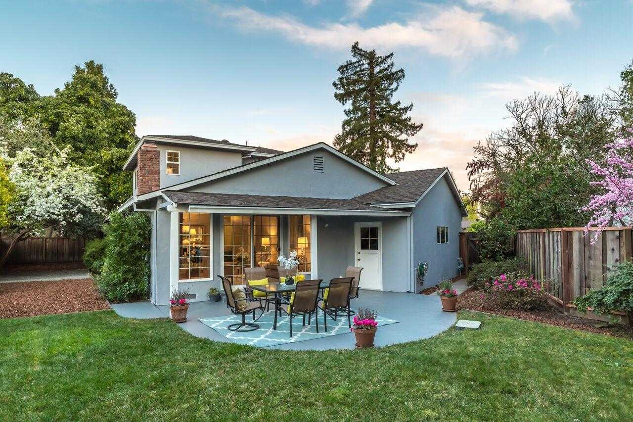 $2,998,000 - 5Br/3Ba -  for Sale in Palo Alto