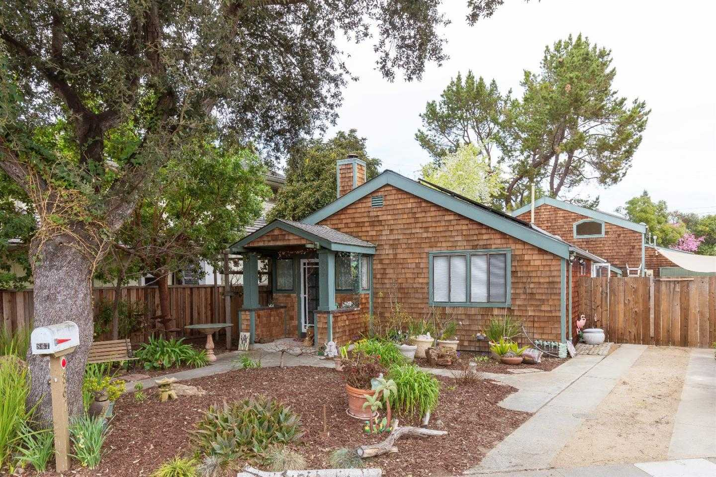 $1,999,888 - 3Br/2Ba -  for Sale in Palo Alto