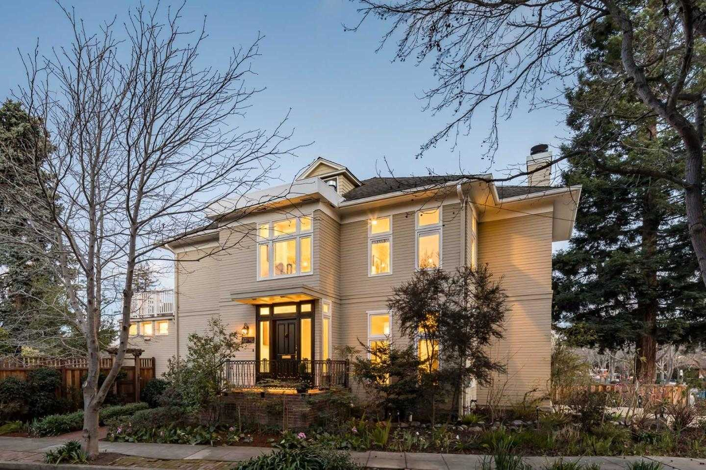 $5,988,000 - 3Br/3Ba -  for Sale in Palo Alto