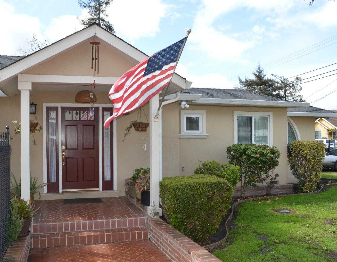 $1,388,000 - 3Br/2Ba -  for Sale in Redwood City