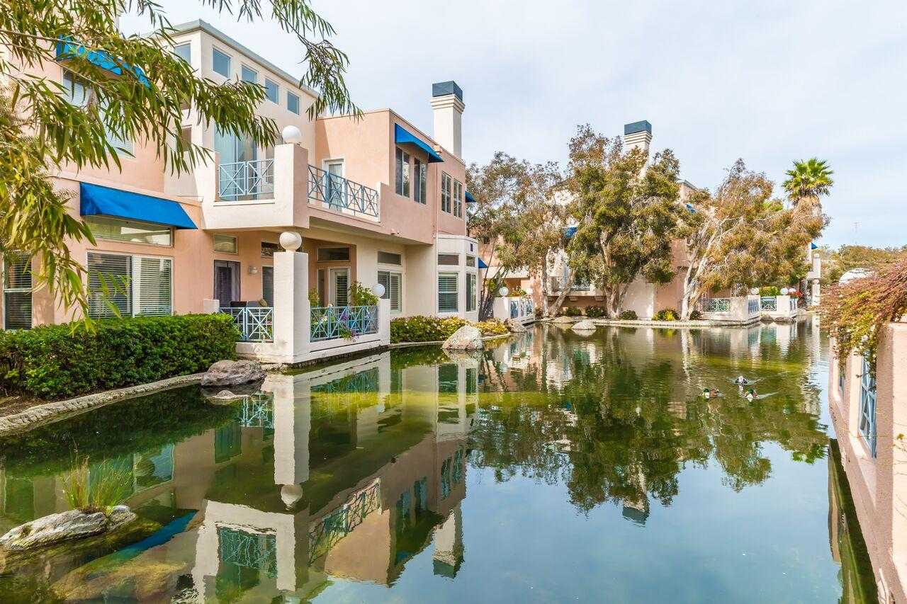 $1,388,000 - 2Br/2Ba -  for Sale in Redwood City